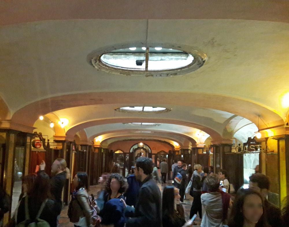 Servizi ai viaggiatori Albergo diurno Venezia a Milano Piazza Oberdan