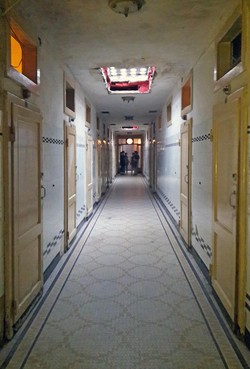 Corridoio ingresso dell'Albergo diurno Venezia a Milano