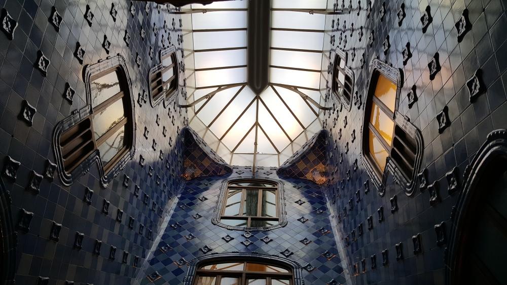 Casa Batllo Lucernaio cortile Barcellona Spagna