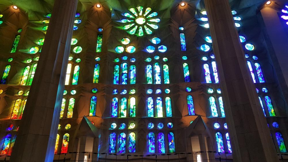 SagradaFamilia_Navata_vetrate_Gaudi_Barcellona_Spagna.jpg
