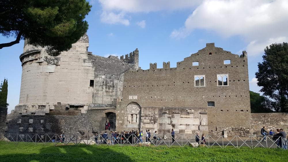 Tomba di Cecilia Metella-Mausoleo-Antica Roma-Via Appia Antica-Italia