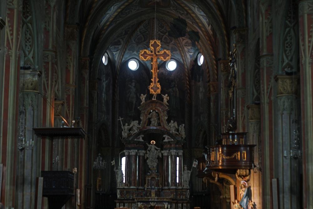 Cattedrale di Saluzzo-Crocifisso-Architettura gotica-Navata-Saluzzo-Cuneo-Piemonte