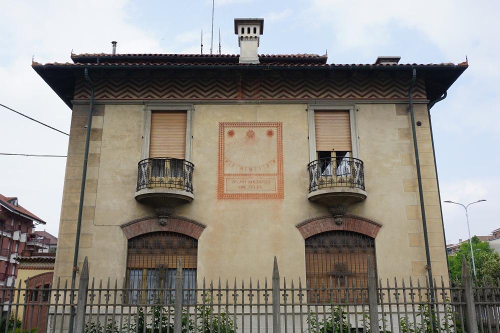 Centro storico-Cuneo-Piemonte-Saluzzo-orologio solare-borgo piemontese