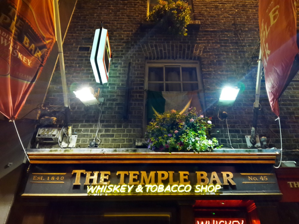 Pub-The Temple Bar-Dublino-Irlanda-locali-viaggiare-Irlanda