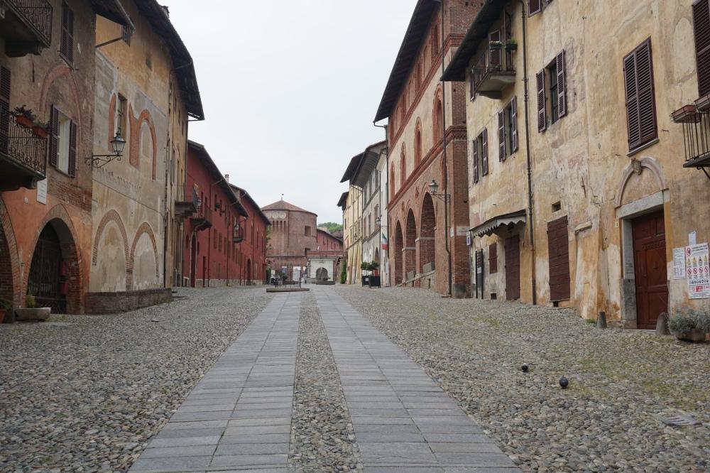 Castello-Saluzzo-Cuneo-Piemonte-Borgo-Architettura-Centro Storico