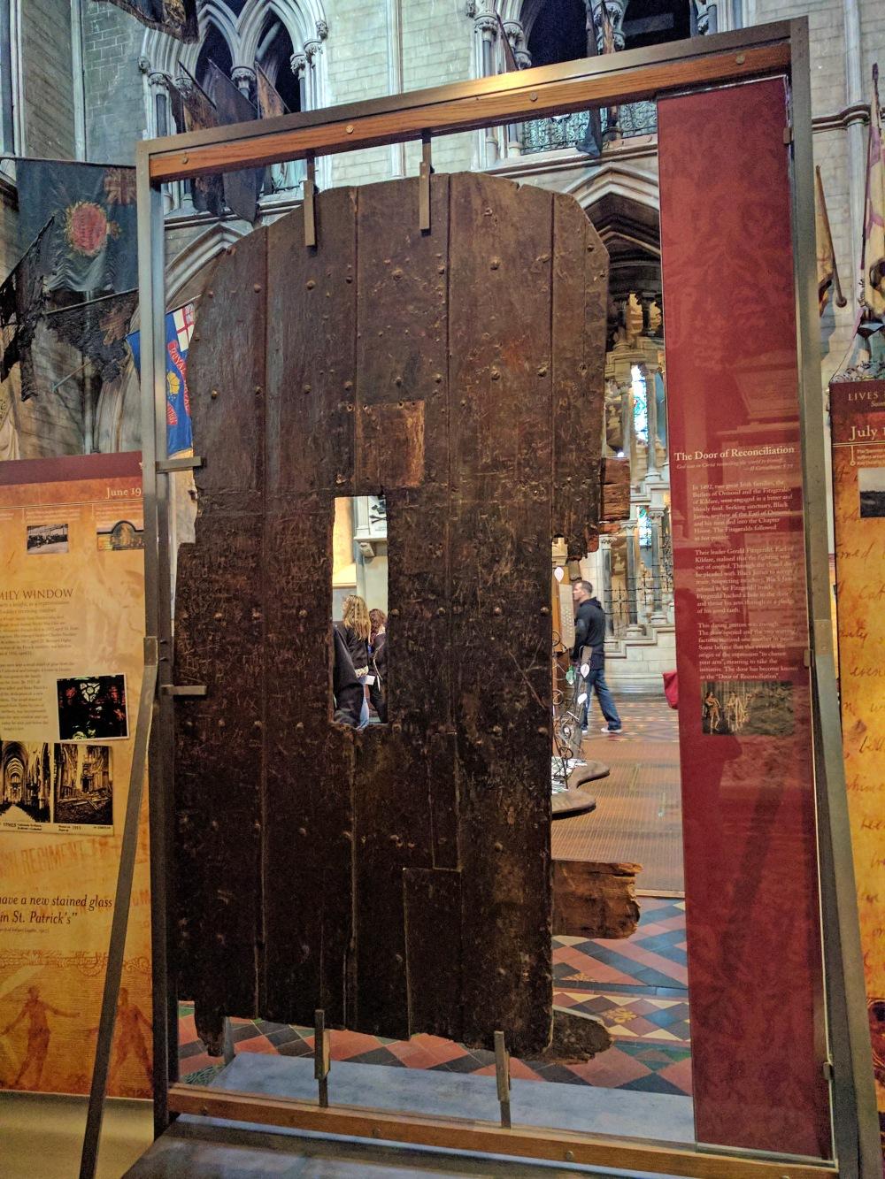 legno-porta-arte-architettura-Cattedrale di San Patrizio-Dublino-Irlanda-Viaggio a Dublino-Cultura-Viaggio culturale