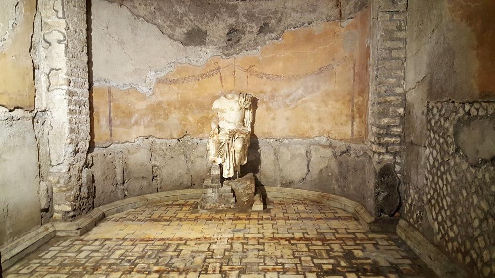 Augusteum-Mensa Ponderaria-Statua imperatore-Tivoli-Roma