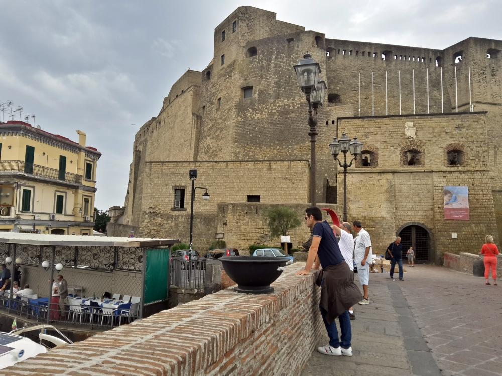 Visitare Napoli-Gita a Napoli-Cosa vedere a Napoli-Un giorno a Napoli-Una giornata a Napoli-Castel dell'Ovo-Architettura-Storia dell'architettura-Viaggiare-Fotografia-Blog-Cultura-Viaggio culturale