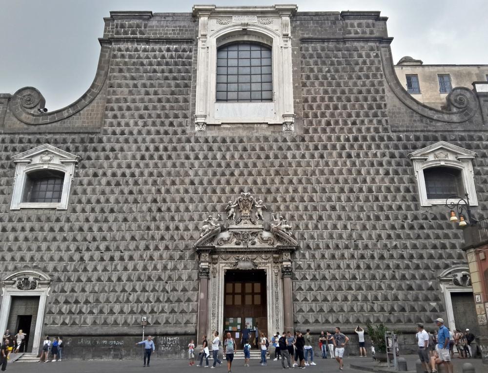 Chiesa-Architettura-Architettura ecclesiastica-Facciata-Bugnatura-Bugne-Chiesa del Gesù nuovo Napoli-Chiese di Napoli-Viaggio a Napoli-Cosa vedere a Napoli