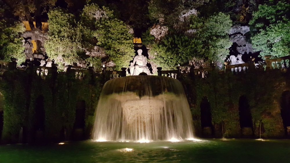 Fontana dell'Ovato-Fontana di Tivoli-Villa d'Este-Tivoli-Roma-Giardino all'italiana