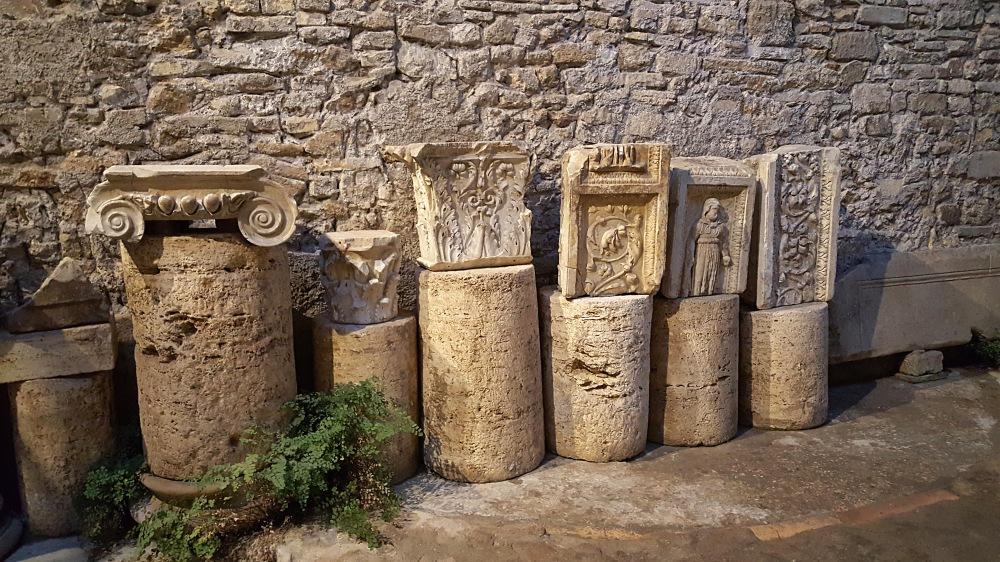 Mensa Ponderaria-Tivoli-Frammenti di colonne-Fregi-Sito archeologico-Roma