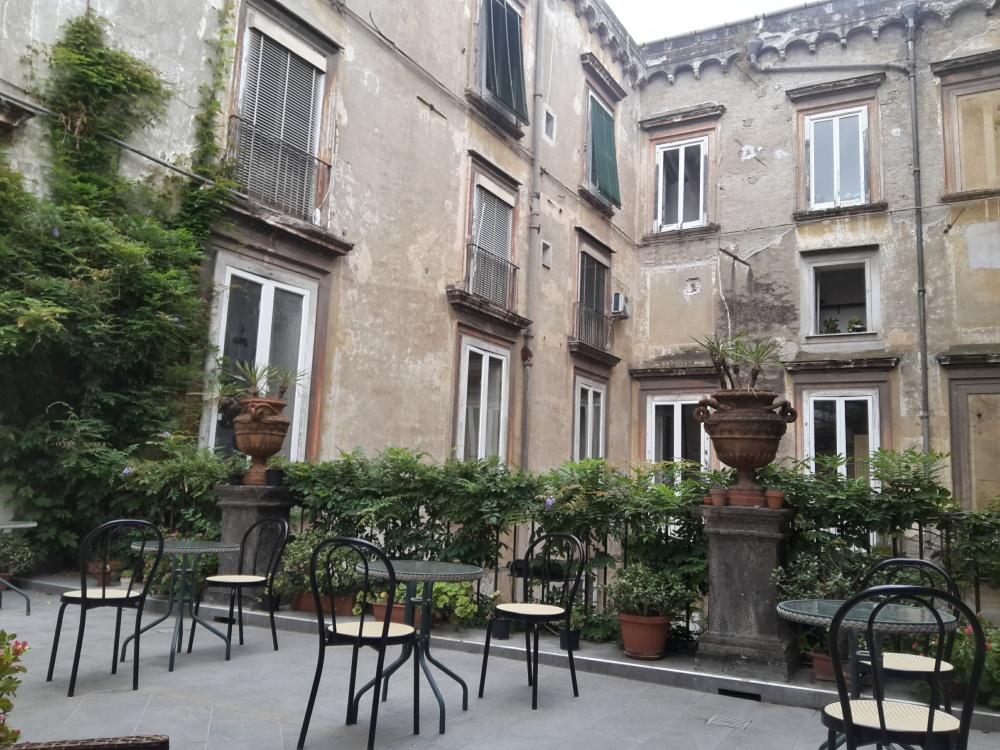 Architettura-Architettura Napoli-Viaggio a Napoli-Palazzo Venezia Napoli-Cosa vedere a Napoli-Visitare Napoli