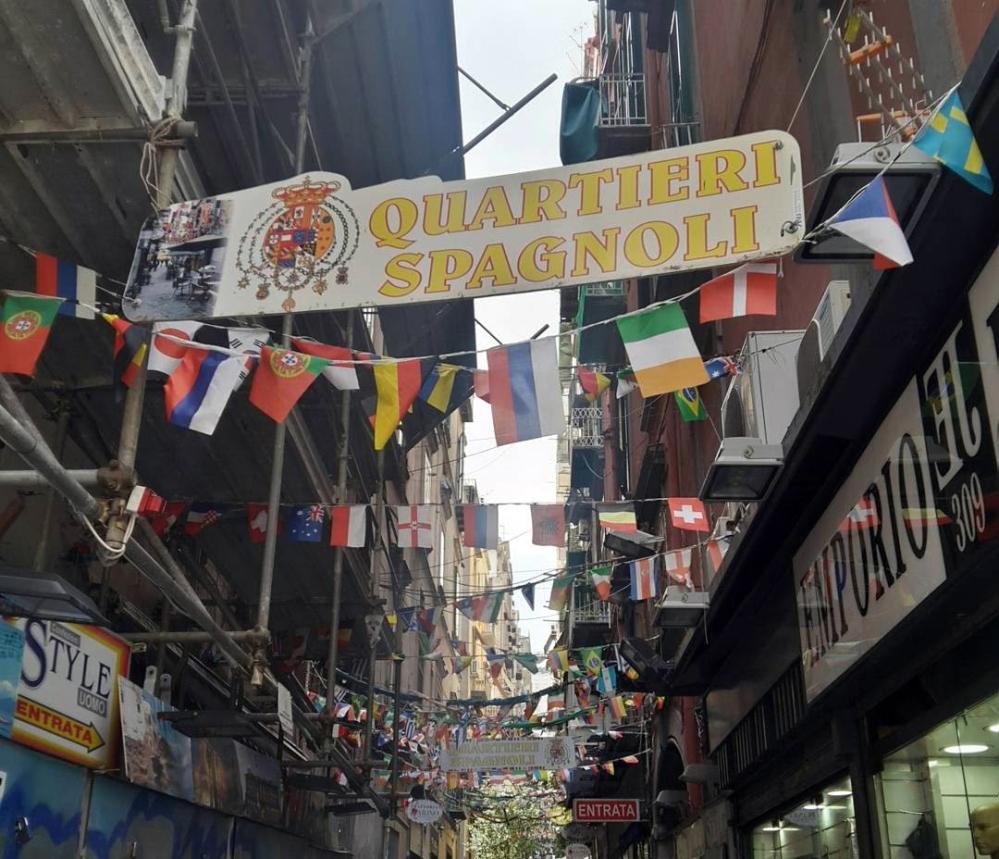 Napoli-Quartieri Spagnoli-Un giorno a Napoli-Cosa vedere a Napoli-Viaggio-Viaggiare-Cultura