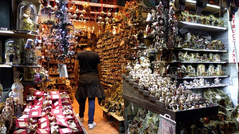 Via dei Presepi-Napoli-Bottega-Cosa vedere a Napoli-Visitare Napoli-week end a Napoli-viaggiare-Turismo-Turismo a Napoli