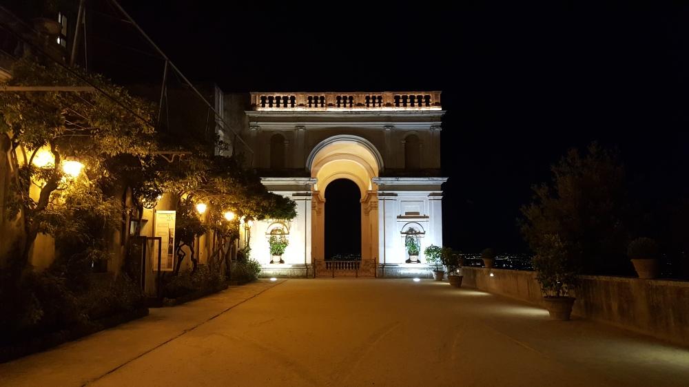 Arco di Trionfo-Vialone-Villa d'Este Tivoli-Roma